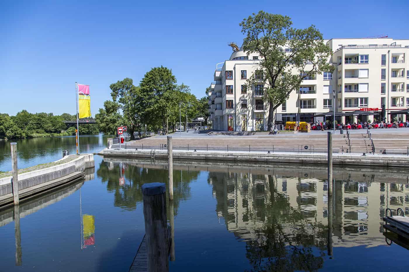 """Mülheim an der Ruhr, Stadtentwicklungsprojekt """"Ruhrbania"""" in der Innenstadt Hafen, Gastronimie,Wohn- und Geschäftsbebauung an der Ruhr"""